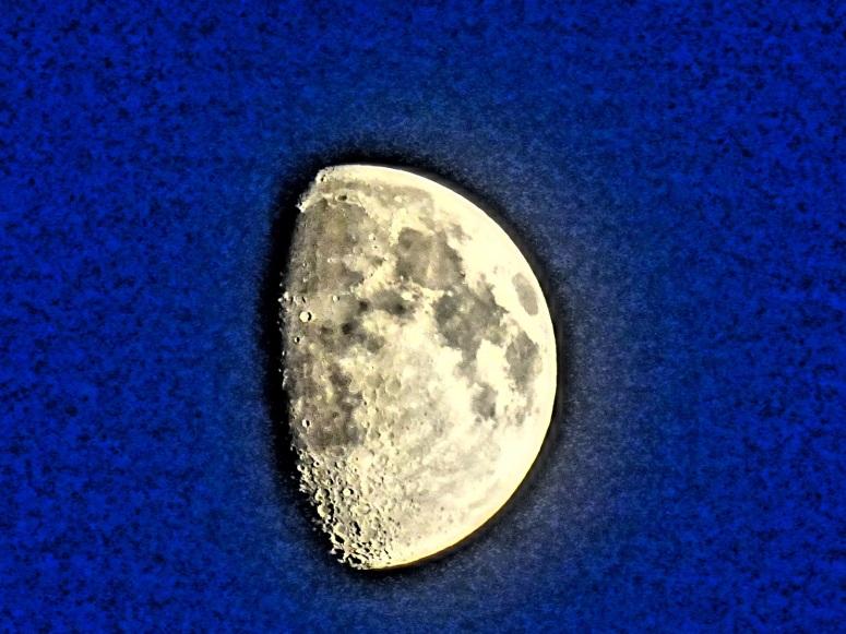 2015 09 22 moon 7pm blue